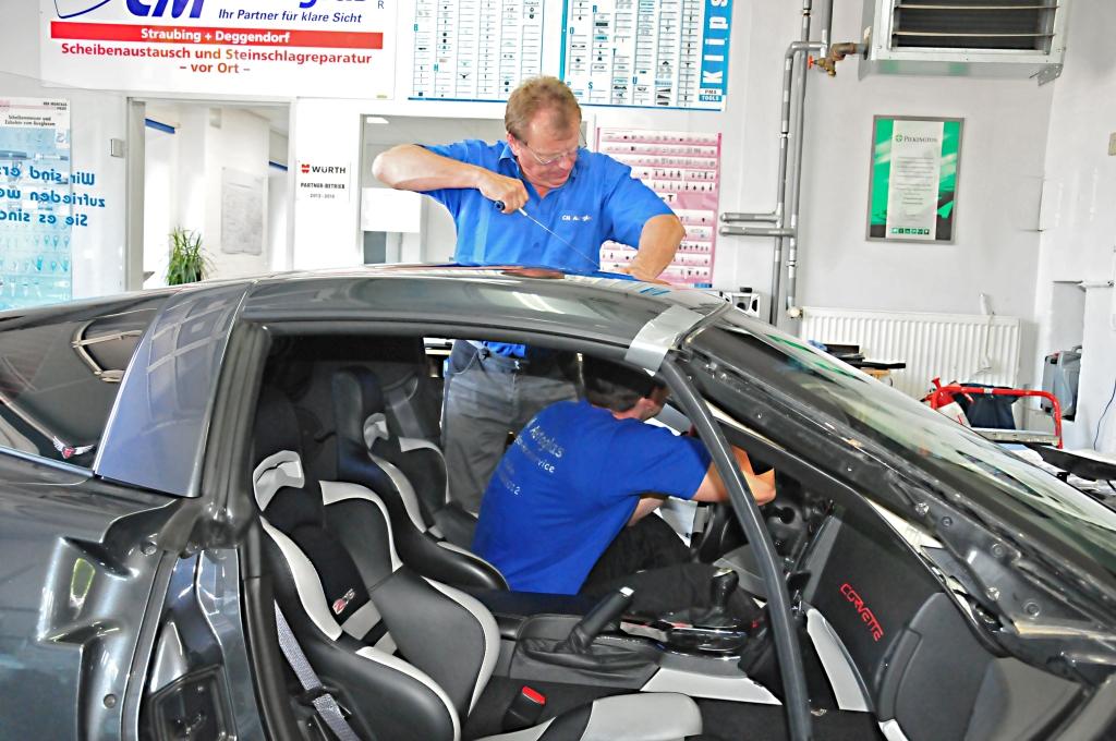 Montagearbeiten am Kundenfahrzeug
